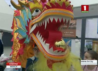 Cтоличные школьники встречают китайский Новый год Cталічныя школьнікі сустракаюць кітайскі Новы год