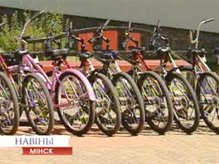 Длина велодорожек до 2015 года может достичь 500 километров Даўжыня веладарожак да 2015 годзе можа дасягнуць 500 кіламетраў