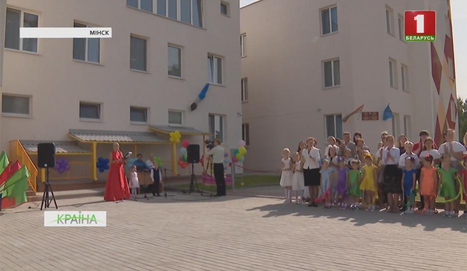 В Минске открыли детский сад с интерактивными столами, бассейном и даже велодорожками У Мінску адкрылі дзіцячы сад з інтэрактыўнымі сталамі, басейнам і нават веладарожкамі