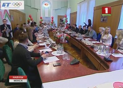 Избирательная кампания в Беларуси выходит на финишную прямую Выбарчая кампанія ў Беларусі выходзіць на фінішную прамую