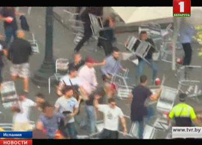 В противоречивой испанской Барселоне произошла массовая драка У іспанскай Барселоне адбылася масавая бойка