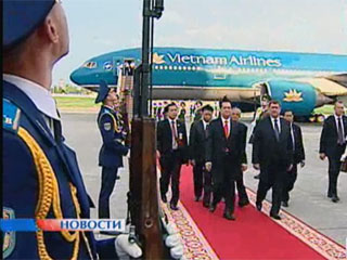 В Беларуси с официальным визитом находится Премьер-министр Вьетнама Нгуен Тан Зунг У Беларусі з афіцыйным візітам знаходзіцца Прэм'ер-міністр В'етнама Нгуен Тан Зунг Vietnam PM Nguen Tan Dung pays official visit to Belarus