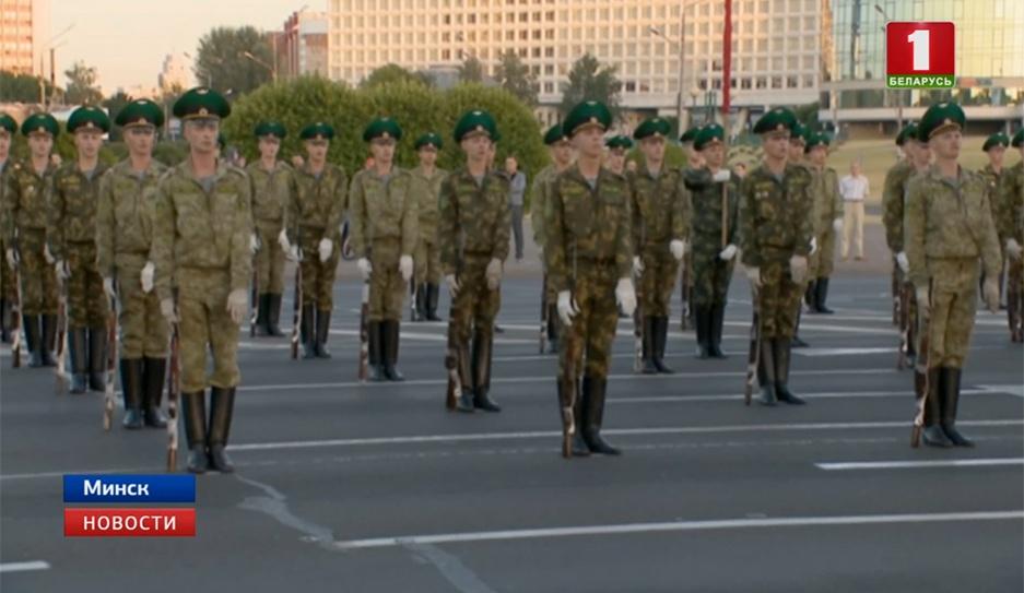 В Минске прошла уже вторая тренировка роты почетного караула  У Мінску прайшла ўжо другая трэніроўка роты ганаровай варты