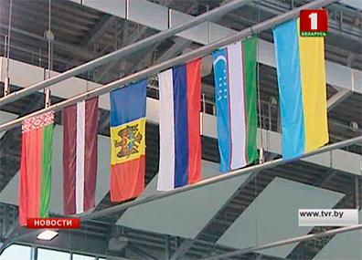 Более 300 спортсменов съехались в Брест для участия в открытом Кубке Беларуси по плаванию Больш за 300 спартсменаў з'ехаліся ў Брэст для ўдзелу ў адкрытым Кубку Беларусі па плаванні More than 300 from athletes gathered in Brest to participate in open Swimming Cup of Belarus