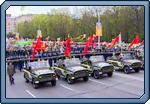 Торжественное шествие ветеранов Великой Отечественной войны и возложение цветов к монументу на площади Победы.