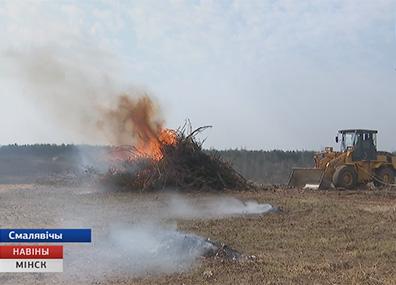 Сезонной причиной пожара  становятся и возгорания сухой растительности Сезоннай прычынай пажару  становяцца і ўзгаранні сухой расліннасці