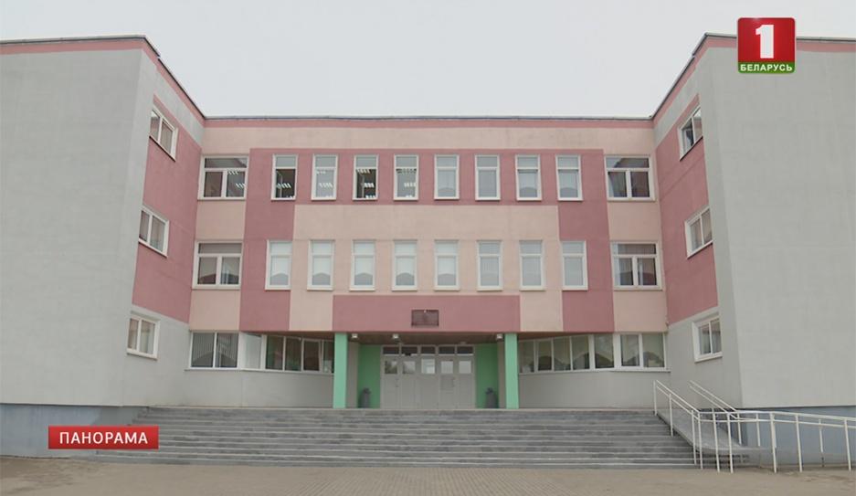 В Заславской гимназии с прошлого года вели борьбу с крышей, которую признали аварийной  У Заслаўскай гімназіі з мінулага года вялі барацьбу з дахам, які прызналі аварыйным