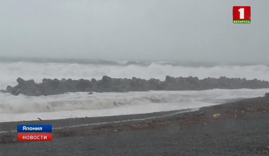 Сильнейший за четверть века тайфун обрушился на Японию