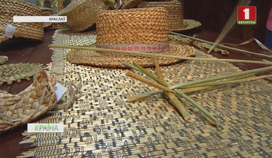 В Браславском районе сохранилось древнее мастерство плетения из камыша и ситника У Браслаўскім раёне захавалася старажытнае майстэрства пляцення з чароту і сіту