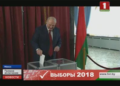 Президент проголосовал на избирательном участке №1  Прэзідэнт прагаласаваў на выбарчым участку №1  President of Belarus votes at polling station No.1