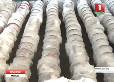 Снежные сугробы вывозят в режиме нон-стоп Снежныя гурбы вывозяць у рэжыме нон-стоп