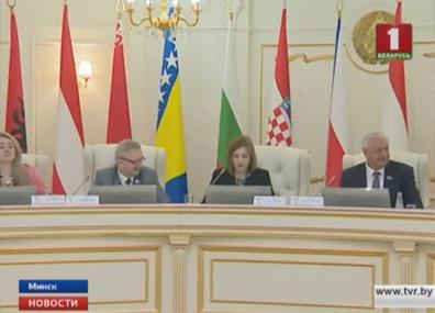 Информатизация сегодня является национальным приоритетом Беларуси  Інфарматызацыя сёння з'яўляецца нацыянальным прыярытэтам Беларусі  IT is Belarus' national priority today