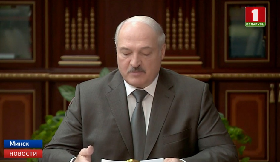 Президент объявил выговор губернаторам Витебской и Могилевской областей Прэзідэнт аб'явіў вымову губернатарам Віцебскай і Магілёўскай абласцей