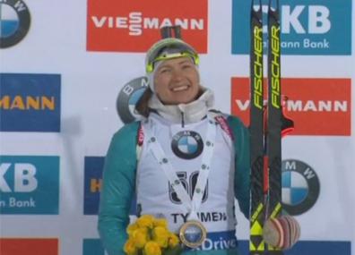 Дарья Домрачева побеждает в спринтерской гонке. Поздравляем!