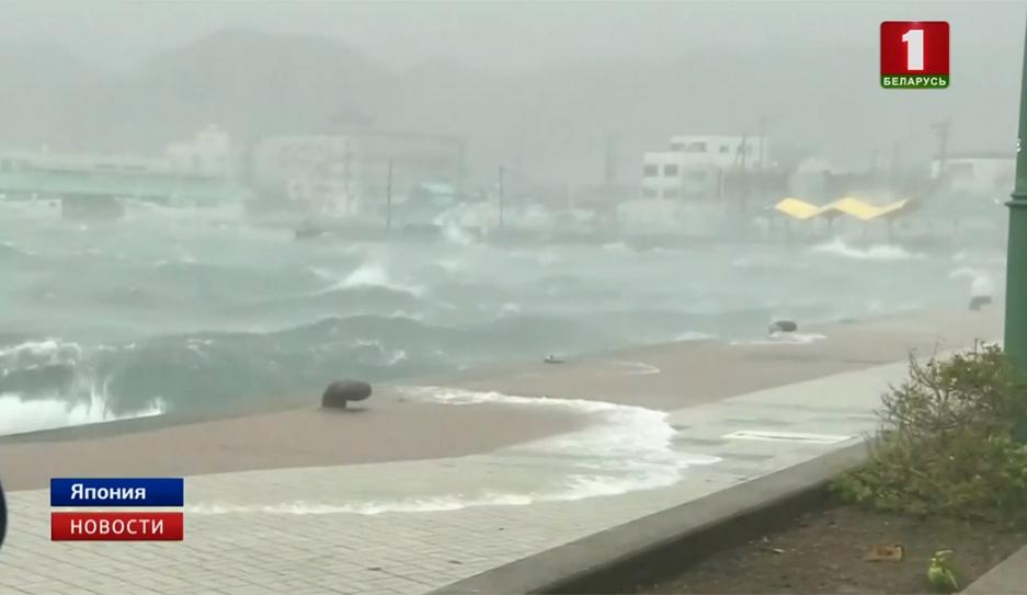 "Тайфун ""Джеби"" обрушился на юго-запад Японии"