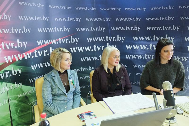 Онлайн-конференция ко Дню матери о поддержке многодетных семей