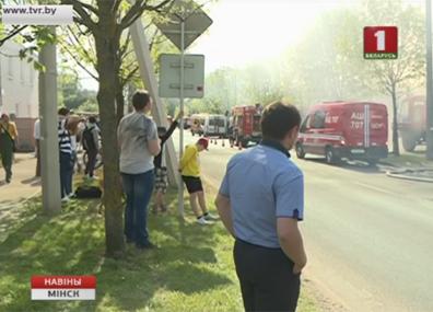 Специалисты выясняют причину пожара в столице Спецыялісты высвятляюць прычыну пажару ў сталіцы