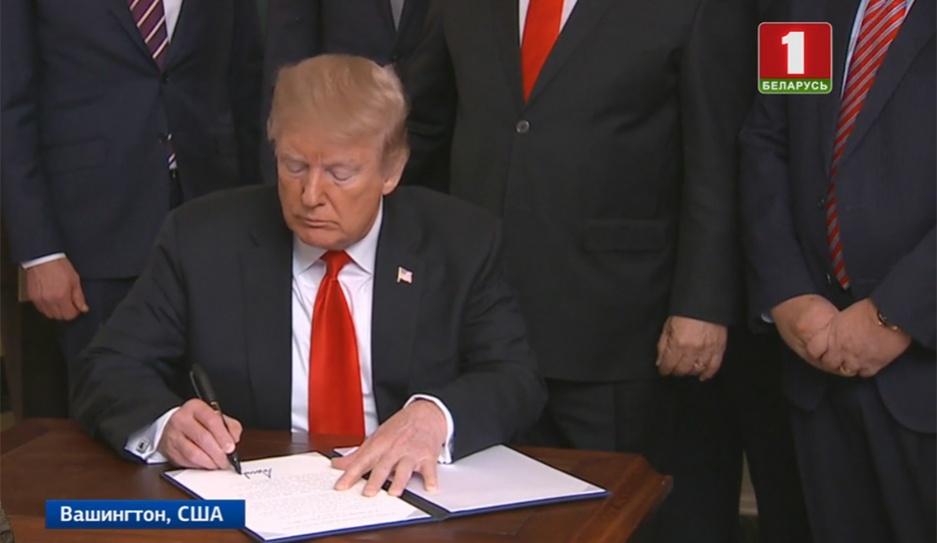 США официально признали суверенитет Израиля над Голанскими высотами ЗША афіцыйна прызналі суверэнітэт Ізраіля над Галанскімі вышынямі