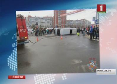 В Витебске выясняют причину аварии с маршрутным такси У Віцебску высвятляюць прычыну аварыі з маршрутным таксі
