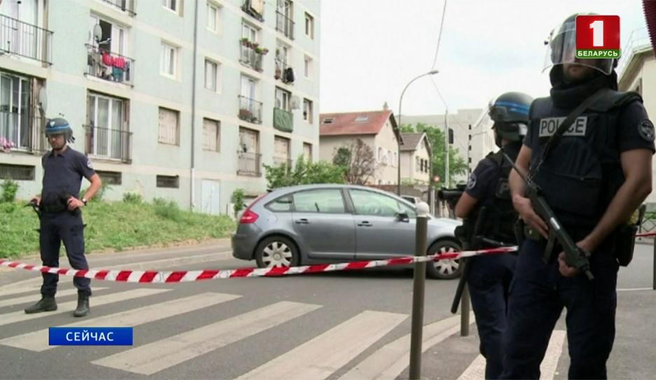 В пригороде Парижа мужчина с ножом напал на людей У прыгарадзе Парыжа мужчына з нажом напаў на людзей