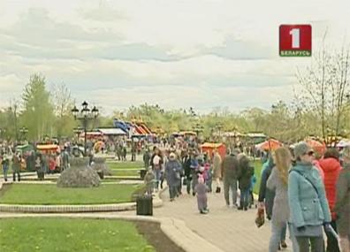 Празднование Дня Победы объединило тысячи белорусов  Святкаванне Дня Перамогі аб'яднала тысячы беларусаў
