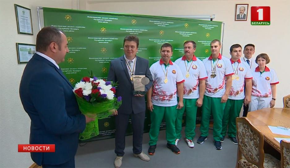 Белорусы стали лучшими лесорубами мира Беларусы сталі лепшымі лесарубамі свету