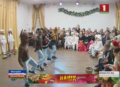 Новогодние подарки от Министерства образования получили учащиеся Кривичского профтехучилища закрытого типа