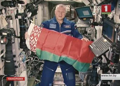 Космонавт Олег Новицкий вернулся на Землю Касманаўт Алег Навіцкі вярнуўся на Зямлю