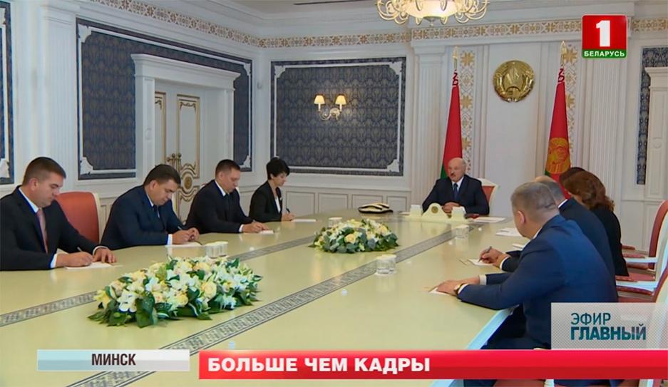 Все последние кадровые решения Президента подчеркнуто публичны, откровенны и мотивированы Усе апошнія кадравыя рашэнні Прэзідэнта падкрэслена публічныя, адкрытыя і матываваныя Lukashenko makes staff decisions
