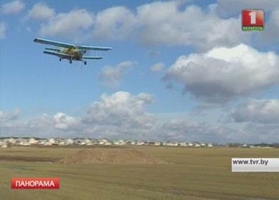 Авиапарки помогают аграриям в срок закончить посевную Авіяпаркі дапамагаюць аграрыям у тэрмін скончыць пасяўную