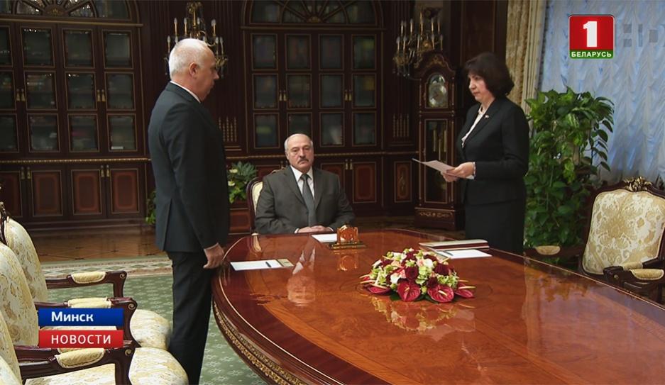 На должность председателя Мингорисполкома назначен Анатолий Сивак На пасаду старшыні Мінгарвыканкама прызначаны Анатоль Сівак