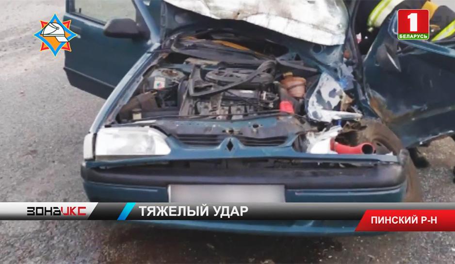 В ночь на воскресенье Renault Megane столкнулся с автобусом ПАЗ