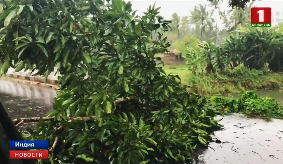 """Мощнейший за 20 лет циклон """"Вайю"""" движется на Индию"""