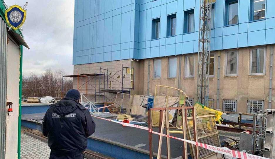 Монтажная люлька с рабочим упала с высоты 14-го этажа в Минске. Мужчина погиб