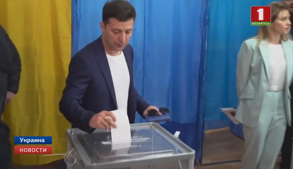 Украина выбирает президента. Явка во втором туре  выше,  чем во время первого  Украіна выбірае прэзідэнта. Яўка ў другім туры  вышэйшая,  чым падчас першага
