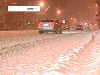 Беларусь засыпало снегом  Беларусь засыпала снегам
