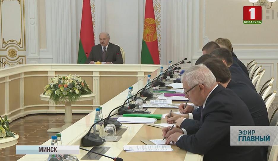 В пятницу Александр Лукашенко провел большое совещание с руководителями регионов У пятніцу Аляксандр Лукашэнка правёў вялікую нараду з кіраўнікамі рэгіёнаў President makes new appointments