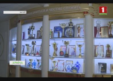 Могилевскому институту Министерства внутренних дел - 70 Магілёўскаму інстытуту Міністэрства ўнутраных спраў - 70