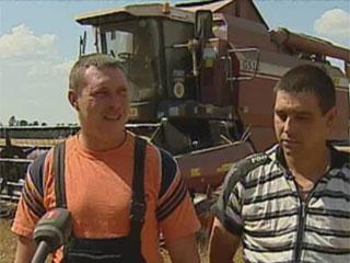 Сегодня аграрии Беларуси намолотили восьмой миллион зерна Сёння аграрыі Беларусі намалацілі восьмы мільён збожжа