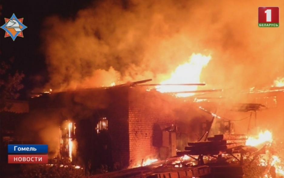 Крупный пожар  в Гомеле на деревообрабатывающем предприятии Буйны пажар  у Гомелі на дрэваапрацоўчым прадпрыемстве