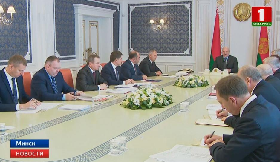Александр Лукашенко провел совещание с экономическим блоком правительства Аляксандр Лукашэнка правёў нараду з эканамічным блокам урада Alexander Lukashenko holds meeting with economic bloc of government