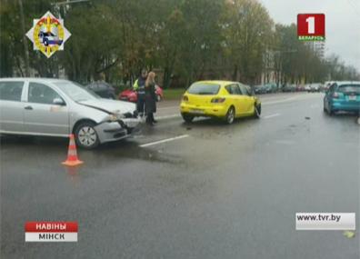 Сегодня во время аварии на столичной улице Казинца пострадала женщина Сёння падчас аварыі на сталічнай вуліцы Казінца пацярпела жанчына