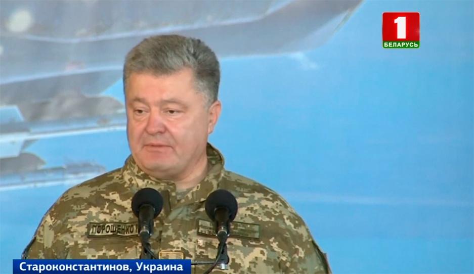 Президент Украины разрешил войскам в Донбассе применять все имеющееся оружие Прэзідэнт Украіны дазволіў войскам у Данбасе ўжываць усю наяўную зброю