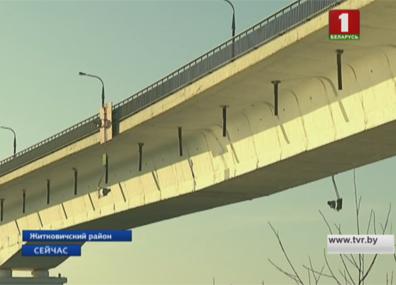 Поврежденный мост над Припятью в Житковичском районе будет закрыт  Пашкоджаны мост над Прыпяццю ў Жыткавіцкім раёне закрыюць