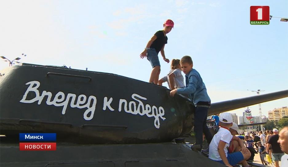 Белорусы отмечают День танкиста Беларусы адзначаюць Дзень танкіста