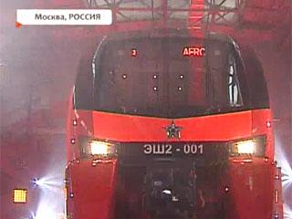 Двухэтажный аэроэкспресс белорусско-швейцарского производства прибыл в Москву Двухпавярховы аэраэкспрэс беларуска-швейцарскай вытворчасці прыбыў у Маскву Belarusian-Swiss double-decker aeroexpress train arrives in Moscow