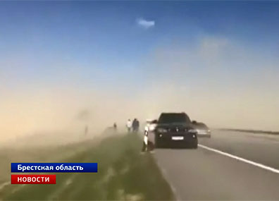 На трассе М1 была песчаная буря  На трасе М1 была пясчаная бура