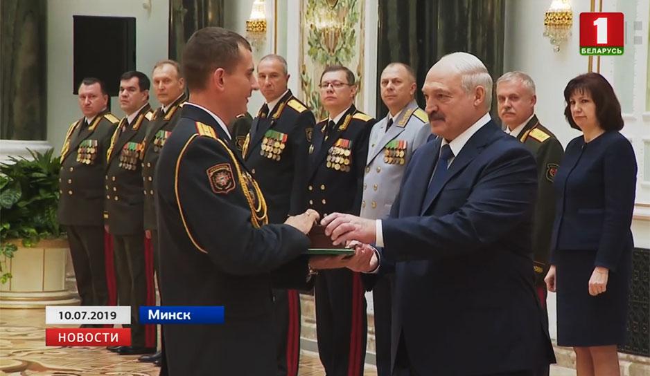 Накануне во Дворце Независимости чествовали военную элиту страны