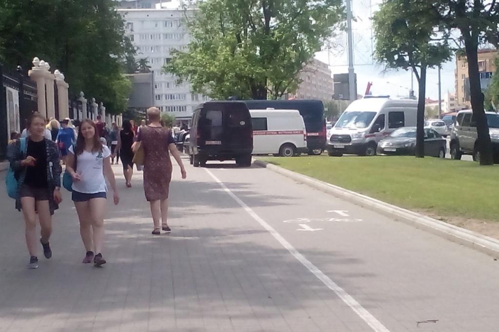 Эвакуируют посетителей