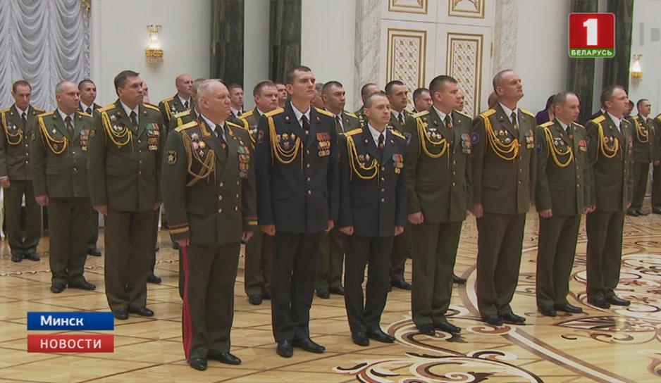 Во Дворце Независимости состоялась церемония чествования выпускников военных учебных заведений